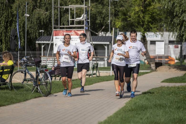 W tym roku z uwagi na koronawirusa bieg Poland Business Run odbył się w innej formule. 5-osobowe zespoły ścigały się tylko w niewielkich grupkach i różnych