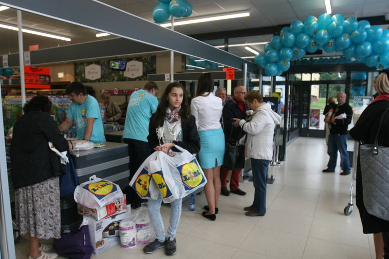 Dzisiaj punktualnie o godz. 8.00 przy ul. Gorkiego 1 został otwarty trzeci sklep sieci Lidl w Bielsku-Białej. Dla klientów sieć przygotowała promocyjne