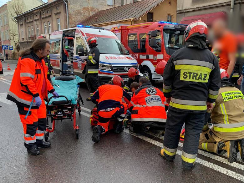 W sobotę po godz. 10 na ul. Grunwaldzkiej w Przemyślu doszło do potrącenia pieszej przez kierującego osobowym fordem. Do zdarzenia doszło poza przejściem