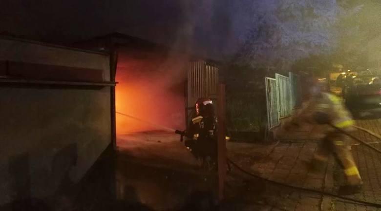 W czwartek około godz. 2 w nocy straż pożarna w Przemyślu odebrała zgłoszenie o pożarze na ul. Drzymały w Przemyślu. Wyjechały dwa zastępy strażaków.