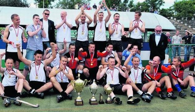 Ekipa poznańskiego Grunwaldu już radosna po zdobyciu kolejnego tytułu mistrzowskiego