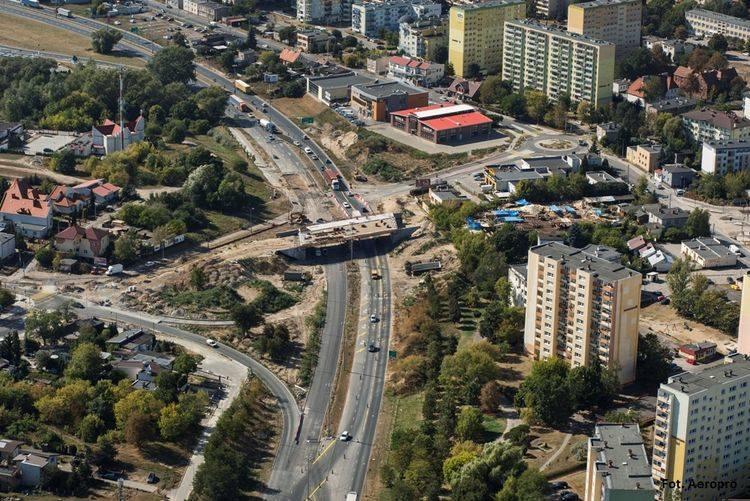 W piątek (9 listopada) otwarta dla ruchu zostanie łącznica zapewniająca zjazd z al. Jana Pawła II w ulicę Glinki oraz przebudowana południowa jezdnia