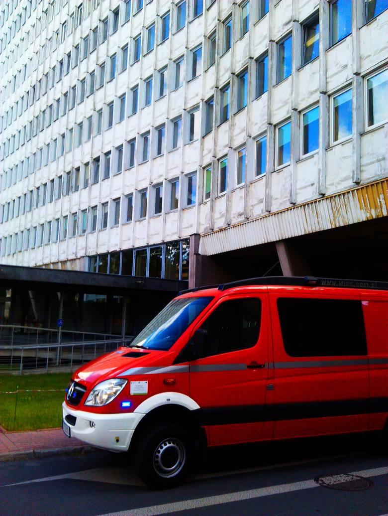 Alarm bombowy w budynku Urzędu Wojewódzkiego przy ul. Lubomelskiej (FOTO)