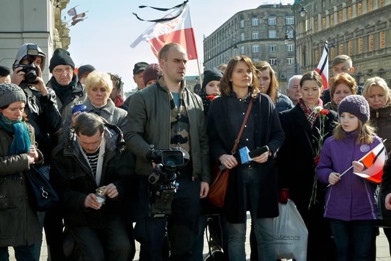 """Dziennikarka Nina (Beata Fido) ze swoim ukochanym Mateuszem, operatorem (Maciej Półtorak). """"Smoleńsk"""" w lubuskich kinach: Cinema 3D i Helios w Gorzowie,"""