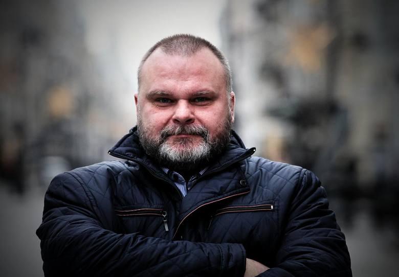 Maciej GrubskiSenator z Łodzi od 2007 r. W 2018 r. w dość kontrowersyjny sposób jak na członka PO zachwalał w portalu Sputnik Władimira Putina. Zawieszono