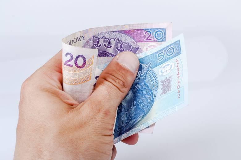 Gdy potrącenia są dokonywane na rzecz pracodawcy, wynagrodzenie po potrąceniu nie może być niższe niż obowiązująca płaca minimalna.