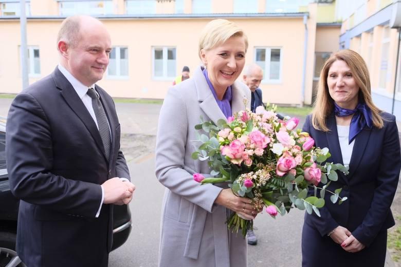 Z okazji Światowego Dnia Wcześniaka pierwsza dama odwiedziła Toruń. Agata Kornhauser-Duda spotkała się z wcześniakami i ich rodzicami w szpitalu na Bielanach.ZOBACZ
