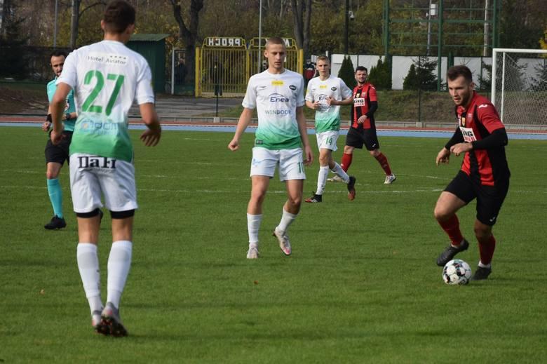 W meczu 15 kolejki czwartej ligi, Radomiak II Radom podzielił się punktami z Oskarem Przysucha.Radomiak II Radom - Oskar Przysucha 1:1 (0:0)Bramki: Szymański