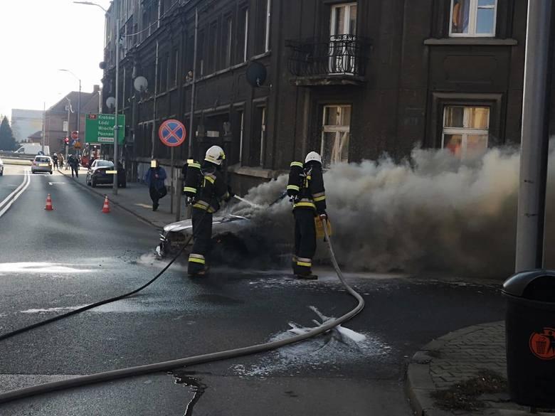 Tak wyglądało spalone audi na Dębowej w Katowicach