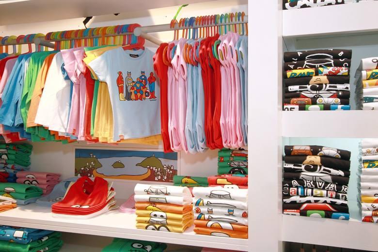 """Polska marka odzieży dla niemowląt i dzieci ogłosiła na swojej stronie internetowej zamknięcie części sklepów w galeriach handlowych. Oto treść komunikatu:""""Wybrane"""