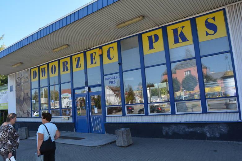 Ostrołęka. Co z biletami ulgowymi dla młodzieży dojeżdżającej autobusami do szkół z pobliskich gmin?