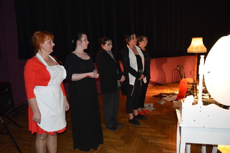 Po zakończeniu przedstawienia aktorki  z grupy Impro zebrały od publiczności brawa na stojąco. Sala po brzegi wypełniona była widzami. Spektakl obejrzało ponad 100 osób.