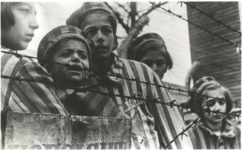 Ogółem do Auschwitz deportowanych zostało co najmniej 232 tys. dzieci