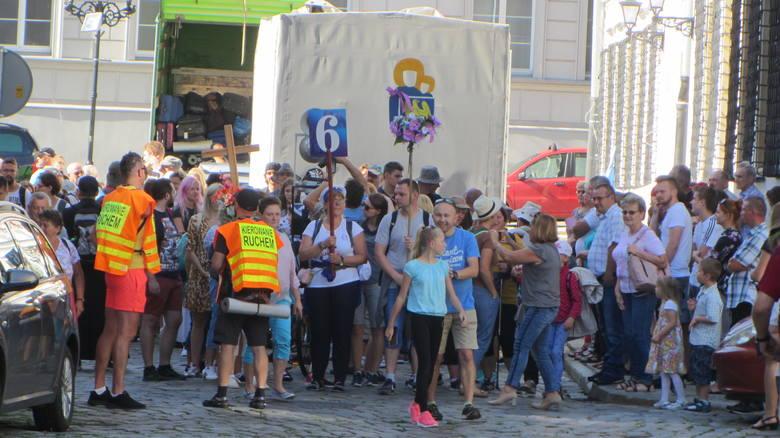 Grupy z Nysy ruszyły z pl. Solnego.