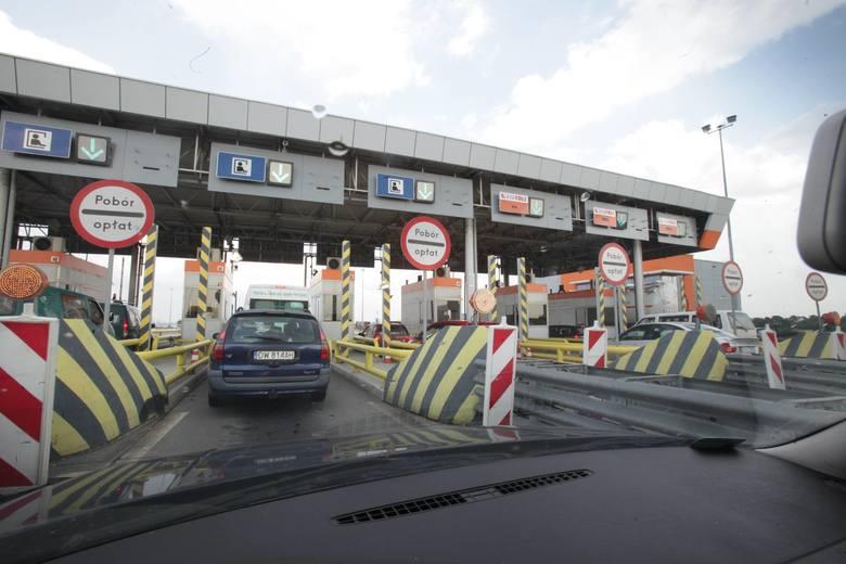 Nowy system poboru opłat na państwowych odcinkach autostrad rozgrzewa wyobraźnię kierowców. Czy znikną bramki, czy tylko szlabany będą tam podniesione?