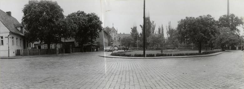 Panorama Placu Powstańców Wielkopolskich wykonana od strony kościoła
