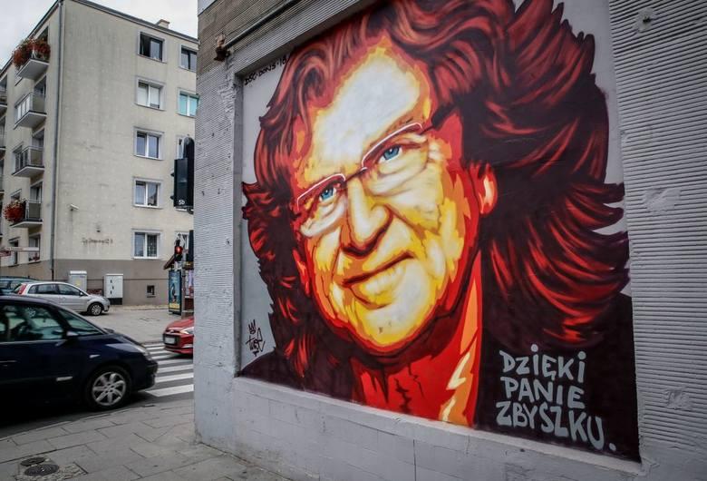 Niedawno na ścianie budynku we Wrzeszczu, przy ulicy Do Studzienki, pojawił się piękny mural z wizerunkiem wspaniałego artysty Zbigniewa Wodeckiego.