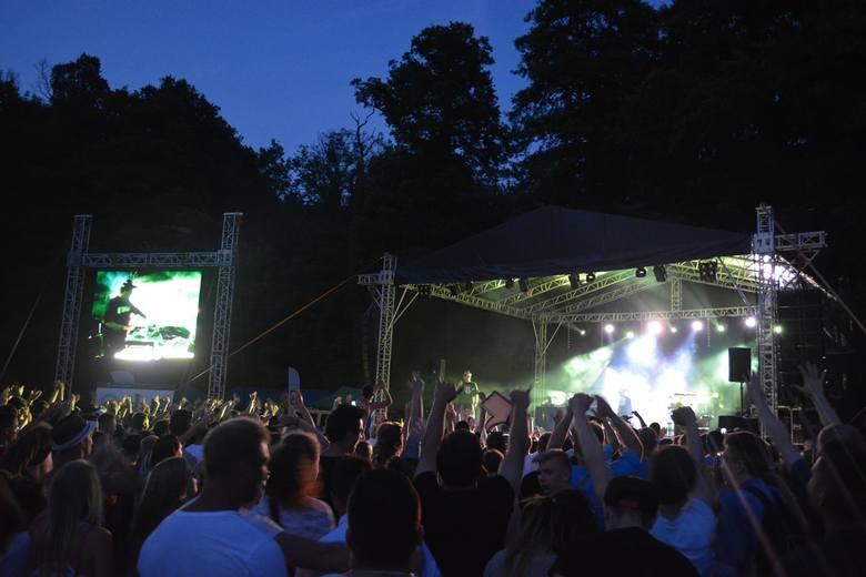 Podczas Sławskiej Nocy Reggae, 4 lipca, liczba siedem odgrywała znacząca rolę. Siódma edycja imprezy i występ siedmiu gwiazd niosących wzdłuż jeziora