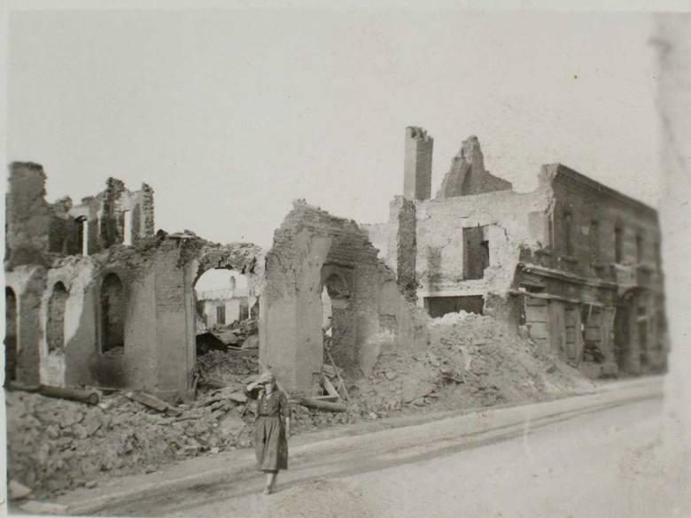 Zdjęcie zbombardowanego Wielunia wykonane przez samych sprawców masakry. Fale niemieckich samolotów powracały nad miasto kilka razy, mimo że nie było