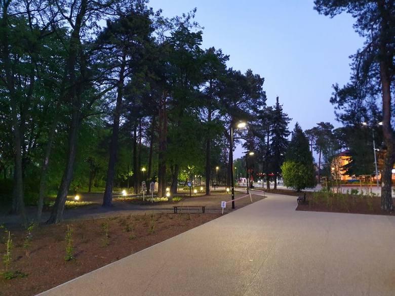 Mieszkańcy Pionek mogą już cieszyć się odświeżonym parkiem przy Alei Jana Pawła II.