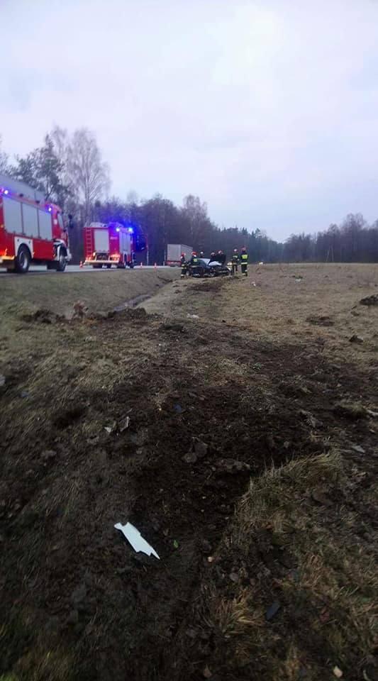 W niedzielę przed godz. 16 doszło do drugiego dachowania auta osobowego na DK8. Szczęśliwie zakończyło się tylko na stratach materialnych