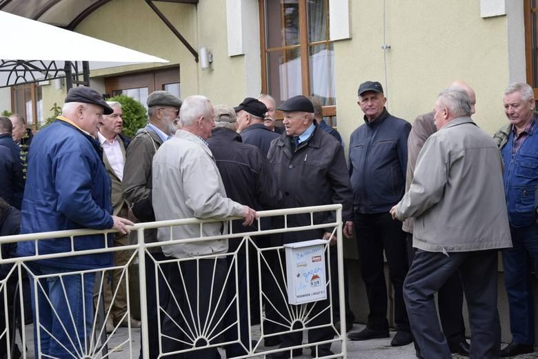 Emerytowana brać kolejarska – maszyniści i dyspozytorzy ruchu – po raz kolejny spotkali się w czwartek w Skierniewicach w restauracji Finezja. W spotkaniu