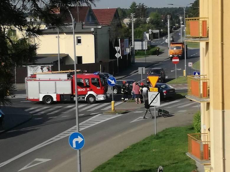 W sobotę rano doszło do zderzenia dwóch samochodów osobowych na ulicy Nad Torem w Bydgoszczy. Droga krajowa była przez moment zablokowana, a jeden z
