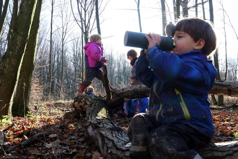 Według zaleceń GIS dzieci powinny jak najwięcej przebywać na świeżym powietrzu