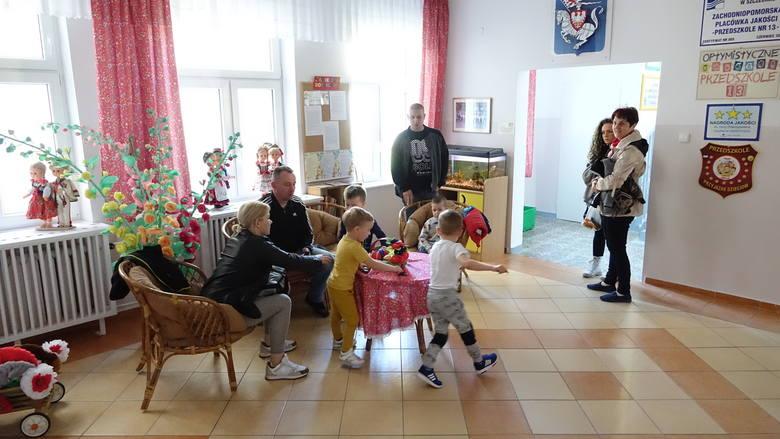 Strajk nauczycieli w Koszalinie. Protest w przedszkolu. Rodzicom puszczają nerwy [ZDJĘCIA, WIDEO]