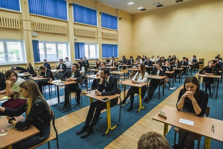 Matura 2020 odbędzie się w dniach 4-22.05. Na zdjęciu ubiegłoroczni maturzyści XX LO w Gdańsku