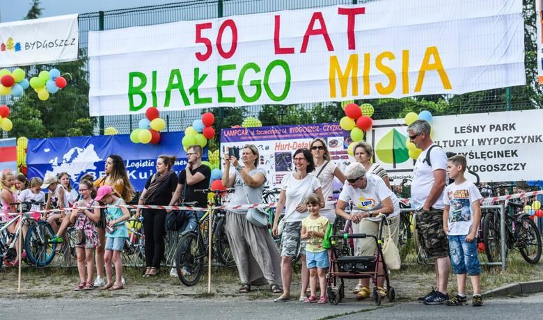 Turniej Białego Misia to najstarsze zawody sportowe dla uczniów szkół podstawowych w Bydgoszczy. Rozgrywane są już od 50 lat, a startowały w nich już