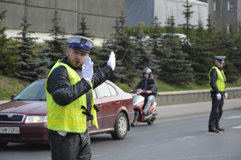 Ruchem kierowali policjanci: Sławomir Marciniak (z lewej) i Marcin Lenartowicz