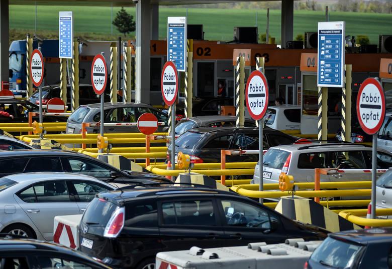 Płatne autostrady w Polsce [CENY 2019] Ile kosztuje A1, A2, A4 za przejazd? [MAPA] Drogi ekspresowe to alternatywa dla płatnych autostrad