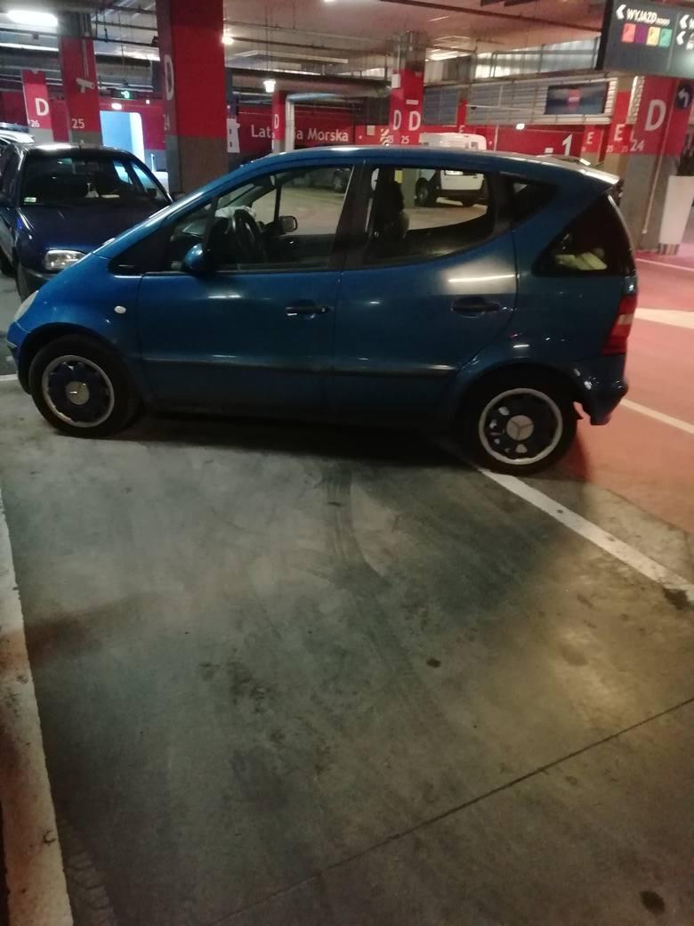 Geniusz parkowania w Gdyńskim Centrum Handlowym Riwiera, kwiecień 2021