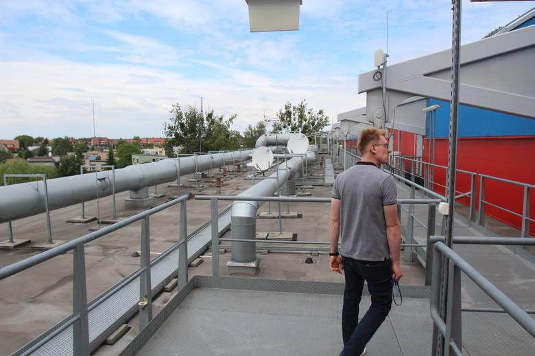 Dach części biurowej stadionu. Tędy wchodzi się do stanowisk monitoringu, straży pożarnej, kabin komentatorów TV.