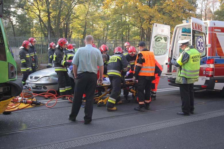 W środę około godziny 9.23 doszło do kolizji auta osobowego i tramwaju linii numer 6. Kierująca autem kobieta została zabrana do szpitala.<br /> <br />