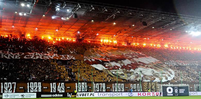 Kibice na meczu Wisła-Legia