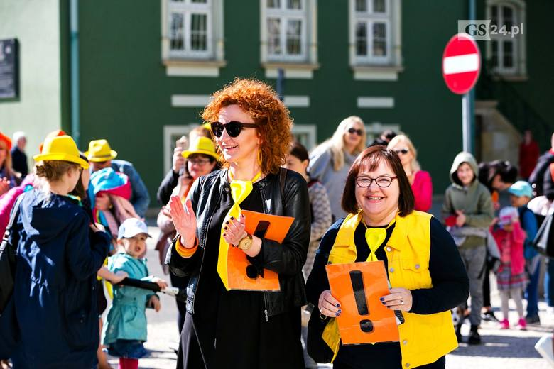 Szczecin: Strajkujący nauczyciele ponownie przeszli przez miasto [ZDJĘCIA]