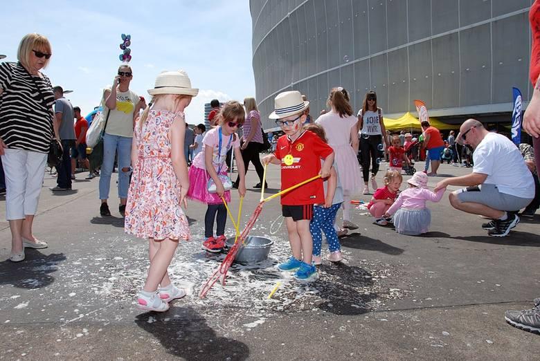 Największe miasteczko rozrywki we Wrocławiu powstało na stadionie