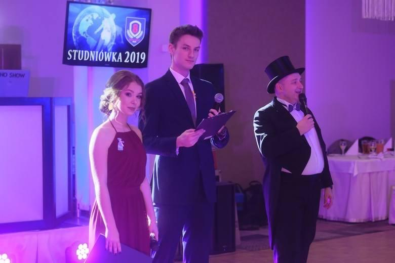 Za nami pierwszy studniówkowy weekend w Toruniu. Swoje bale maturalne miały wspólnie Zespół Szkół Szkół Przemysłu Spożywczego i VIII LO. Uczniowie bawili