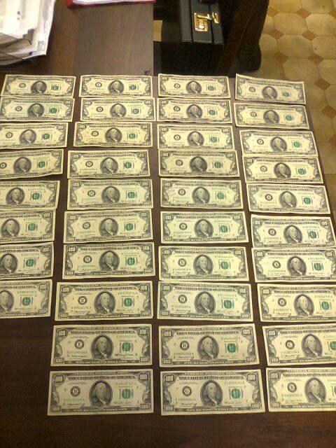 W skarpecie znaleziono również dolary emitowane w latach 1964-1978.