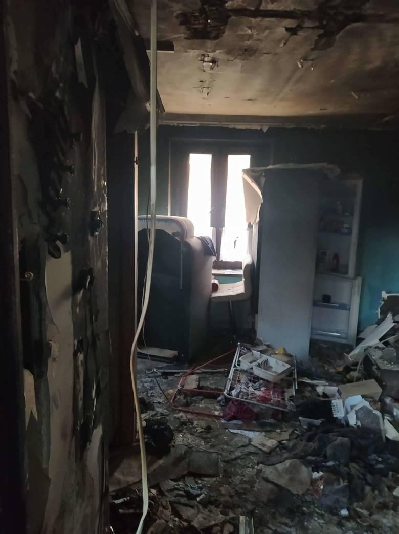 Tak wyglądają spalone mieszkania oraz te, w których zostało wyposażenie. Na zdjęciach również wyróżnieni strażnicy miejscy Zobacz kolejne zdjęcia/plansze.