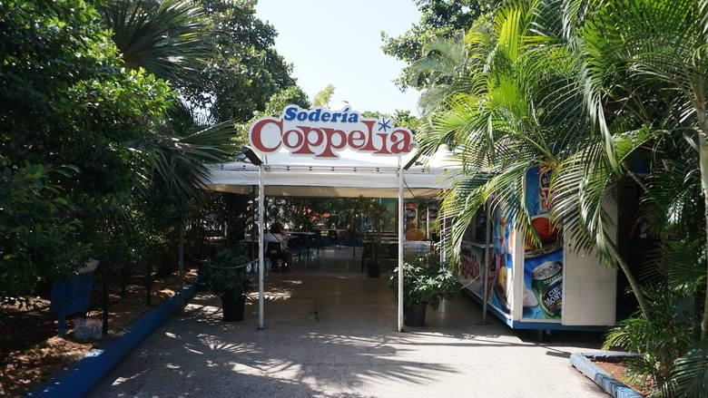 Lodziarnia Coppelia, za jej powstanie odpowiada Celia Sanchez, najbardziej zaufana towarzyszka Fidela Castro. Jest to jedno z najpopularniejszych miejsc wśród mieszkańców Vedado