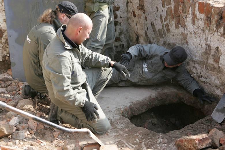 Co Krzyżacy ukryli pod zamkiem? Wchodzimy do lochów