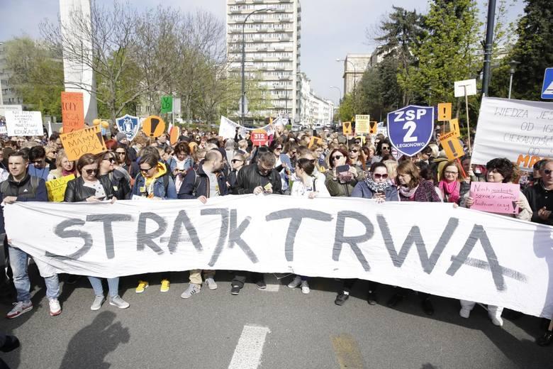 W kwietniowym strajku wzięli udział nauczyciele z około 15 tys. szkół. Mimo rozpoczęcia innej formy protestu w nowym roku szkolnym, lokalne oddziały