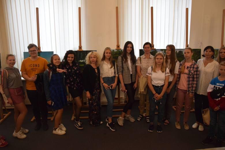 W plenerze i wernisażu wystawy uczestniczyli uczniowie  POSSP we Włocławku oraz  szkół plastycznych w Mińsku i Wilnie. Z  obiema tymi placówkami  POSSP