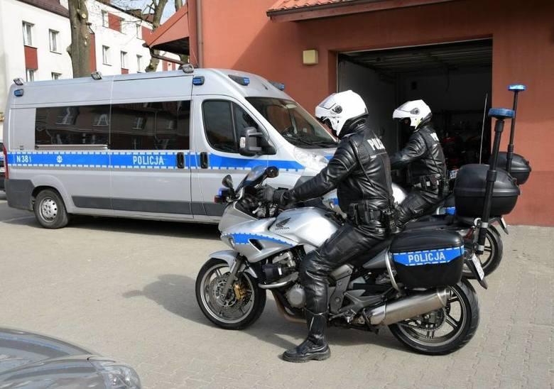 Powiat pucki: Koronawirus nie powstrzymał policjantów. Więcej patroli na drogach w majówkę 2020. Policjanci sprawdzają m.in. prędkość