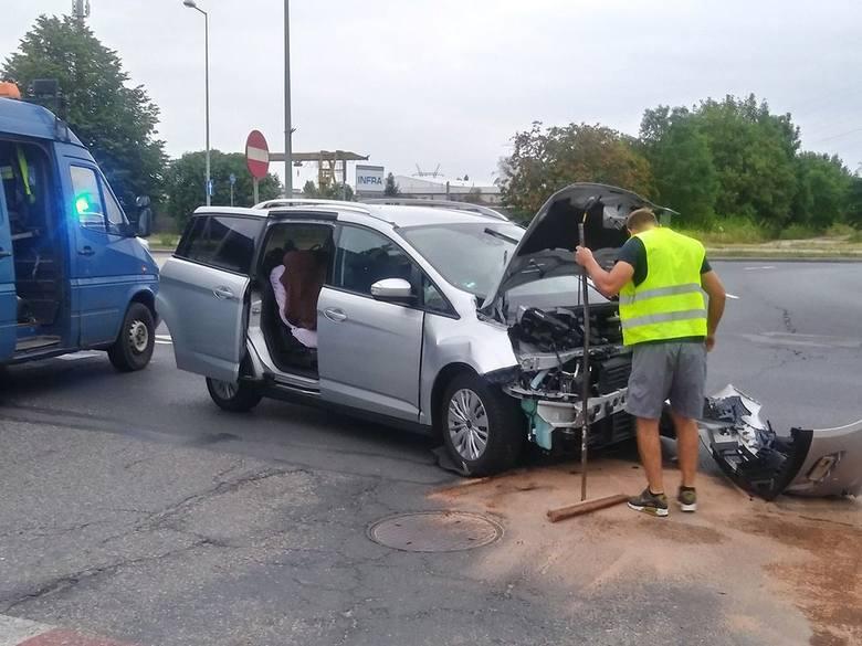 Do wypadku doszło w poniedziałek, 15 lipca, na rondzie Sybiraków w Gorzowie. Zderzyły się ford i toyota. Kobieta w ciąży, która jechała toyotą, została