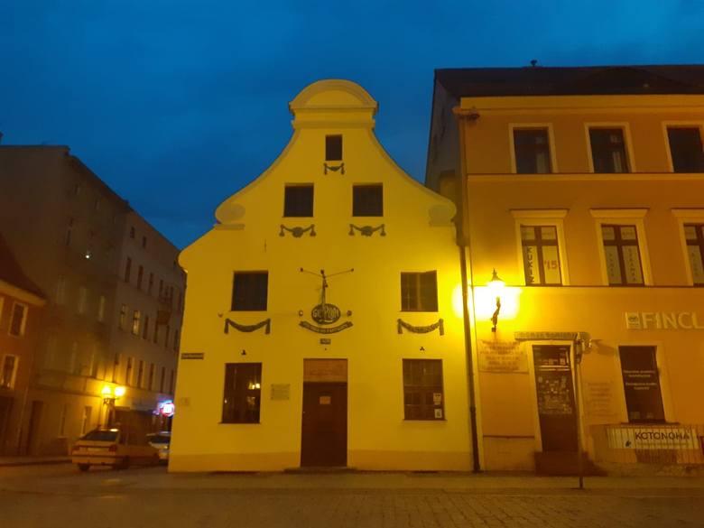 Karczma działa przy Rynku Nowomiejskim w Toruniu.