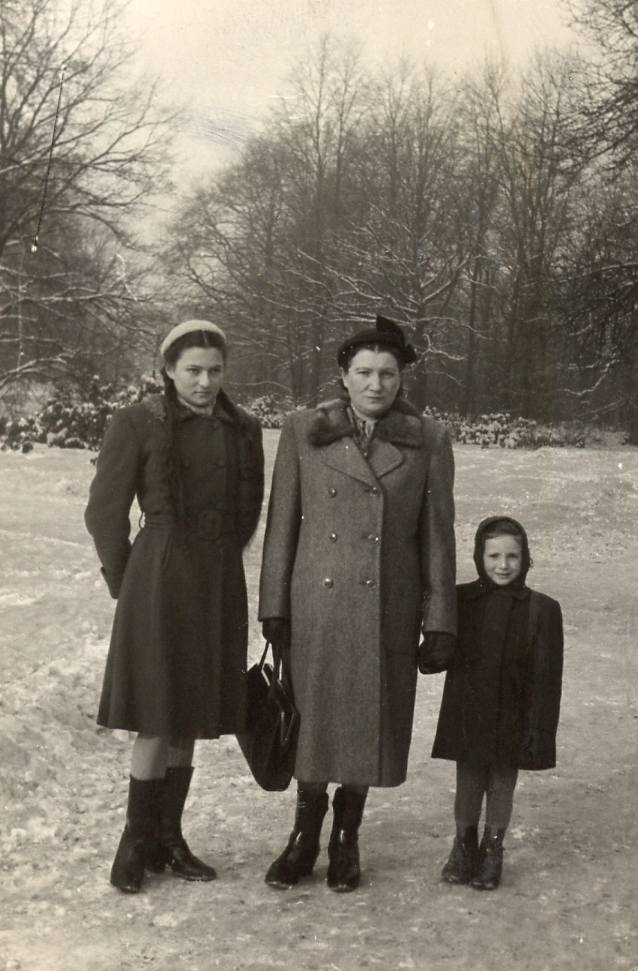 Ruth, Ida i Anat - młodsza córka urodziła się już po wojnie.